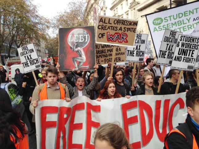 Η χτεσινή μεγάλη πορεία των φοιτητών στο κέντρο του Λονδίνου. Φωτό The News Line.