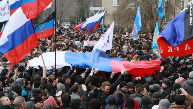 Διαδήλωση στο Ντονέσκ ενάντια στη χούντα του Κιέβου και υπέρ της Λαϊκής Δημοκρατίας Ντονέσκ.