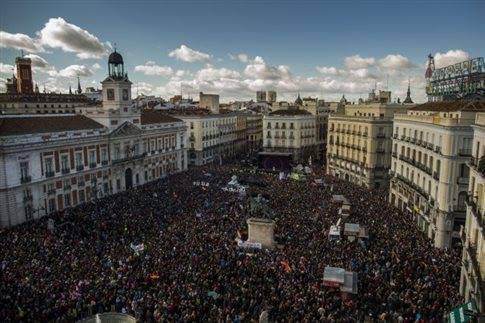 Από τη σημερινή τεράστια διαδήλωση των PODEMOS στη Μαδρίτη. Φωτό από left.gr