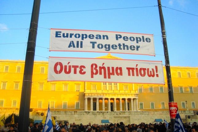 Ο ΣΥΡΙΖΑ υποχωρεί, αλλά οι εργαζόμενοι δεν κάνουν ούτε βήμα πίσω στον αγώνα ενάντια στα μνημόνια της λιτότητας. Φωτό ΕΑ.