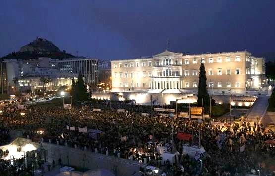Από τη σημερινή συγκέντρωση στο Σύνταγμα. Φωτό left.gr