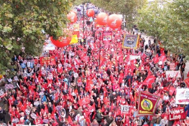 Από τη μεγάλη διαδήλωση των εργατικών σωματείων στο Λονδίνο τον Οχτώβρη 2014.