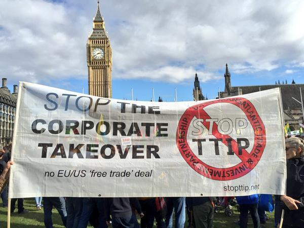 Διαδήλωση ενάντια στην συνθήκη TTIP στο Λονδίνο. Φωτό left.gr
