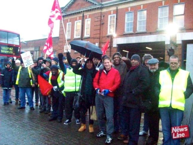 Από την απεργία των εργαζομένων στα λεωφορεία του Λονδίνου, 8/2/15. Φωτό: News Line.