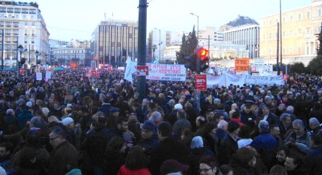 Από τη μγεάλη διαδήλωση στο Σύνταγμα 15/2/15 ενάντια στους εκβιασμούς της ΕΕ-ΔΝΤ-ΕΚΤ. Φωτό ΕΑ.