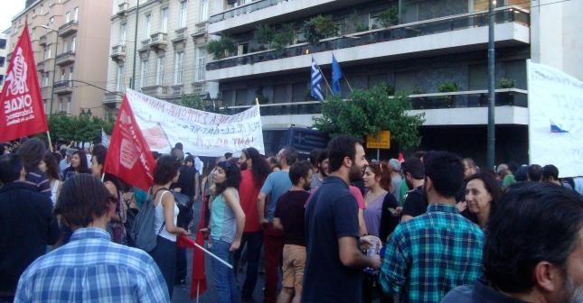 Η πορεία έξω από τα γραφεία της ΕΕ. Φωτό ΕΑ.
