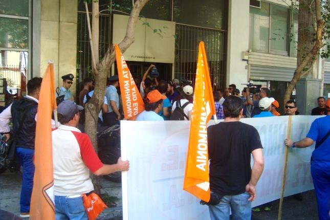 Η πορεία της ΠΟΕ-ΟΤΑ στα γραφεία της ΚΕΔΕ. Φωτό ΕΑ.
