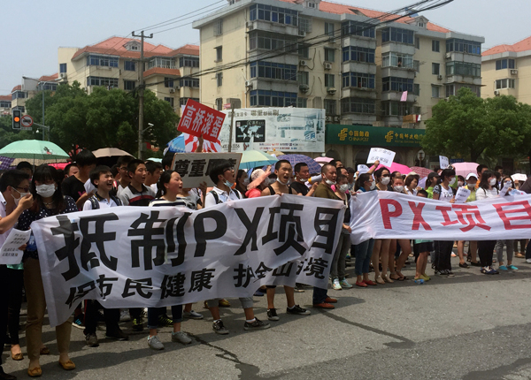 Διαδήλωση εργαζομένων στην Σανγκχάι τον Ιούνη 2015.