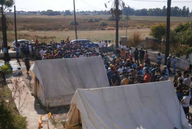 Στρατόπεδο προσφύγων στην Κω. Φωτό Εφημερίδα των Συντακτών, Αύγουστος 2015.