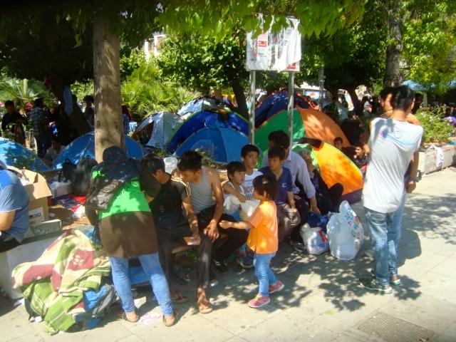 Σκηνές Αφγανών προσφύγων στην πλατεία Βικτωρίας, Αθήνα.