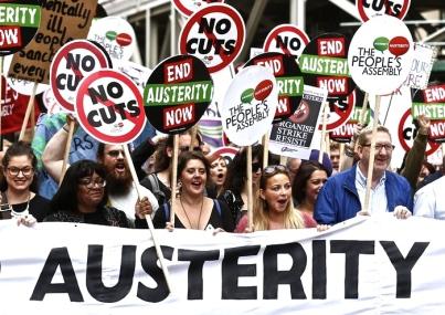 ΚΑΤΩ Η ΛΙΤΟΤΗΤΑ! Από τη μεγάλη διαδήλωση το Σαββάτο 16/4/16 στο Λονδίνο ενάντια στην πολιτική περικοπών και πολέμου των Τόριδων (Συντηρητικό Κόμμα) του Κάμερον. Φωτό Justin Tallis.
