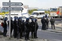 2016-05-24T074128Z_1_LYNXNPEC4N0EJ_RTROPTP_2_FRANCE-POLITICS-PROTESTS-REFINERY