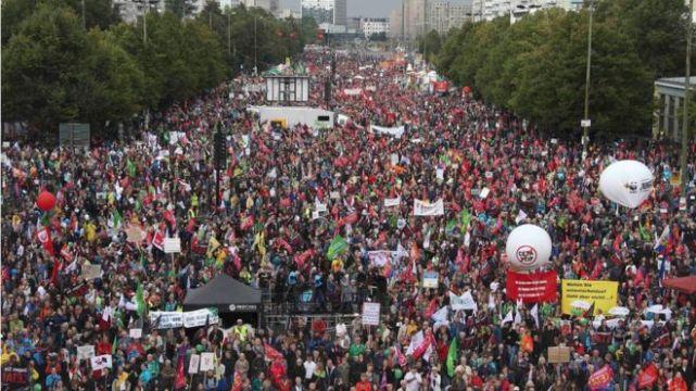 Από τη διαδήλωση του Σάββατου 17/9 ενάντια σε CETA & TTIP στο Βερολίνο. Φωτό Reuters.