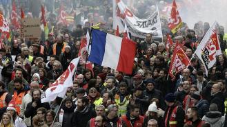 Από τη σημερινή απεργιακή διαδήλωση στο Παρίσι. Φωτό CGT