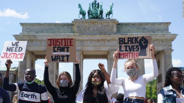 200601104054-03-floyd-intl-protest-0531-berlin-super-169